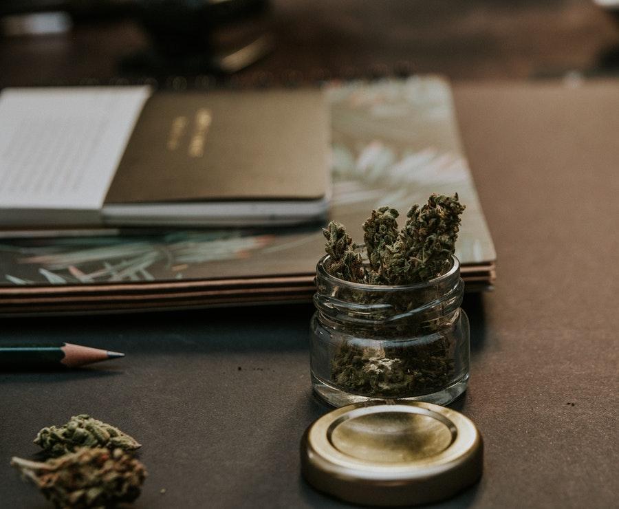 Comment consommer de la résine de cannabis pour mieux en profiter ?